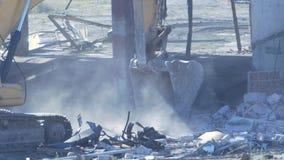 Secchio di un escavatore stock footage
