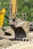 Secchio e braccio dell'escavatore Immagini Stock Libere da Diritti