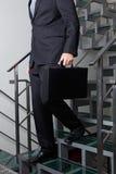 Sección baja del hombre de negocios Descending Stairs fotografía de archivo