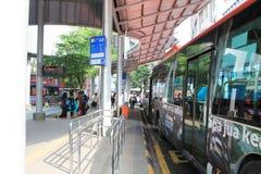Sección del autobús al lado del lrt en el seni pasar Fotografía de archivo