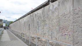 Secci?n preservada de Berlin Wall Berlin Wall era muro de cemento que separaba Berl?n en el este y el oeste durante guerra fr?a metrajes