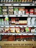 Sección coreana de la comida en supermercado gastrónomo Fotos de archivo libres de regalías