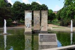 Secciones de Berlin Wall en Berlin Park, Madrid, España imagen de archivo