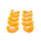 Secciones de la rebanada de la mandarina aisladas sobre Fotos de archivo