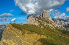 Seceda font une pointe, gamme de montagne d'Odle, vallée de Gardena, dolomites Image stock