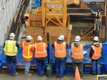 Sechs Bauarbeiter lizenzfreies stockfoto