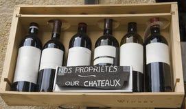 Sechs berühmte Weine in einer Reihe Lizenzfreies Stockfoto