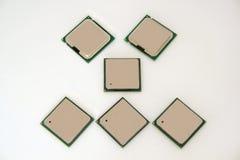 Sechs Computer-Chip lokalisiert auf dem weißen Hintergrund Stockfotos