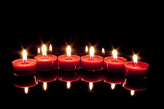 Sechs Kerzen in einer Zeile Stockbild