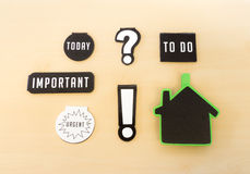 Sechs Magneten mit den verschiedenen Schlüsselwörtern, wichtig, tun, heute und Lizenzfreie Stockfotografie