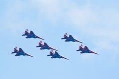 Sechs Strahlen MiG-29 vom Strizhi Team Lizenzfreie Stockfotografie