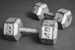 Sechseckige Dummköpfe auf Trainingsboden Lizenzfreies Stockfoto