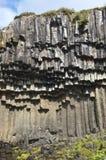 Sechseckige Spalten des Basalts. Stockbilder