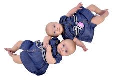 Sechsmonatszwillingsschwestern stockfoto