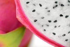 Secione a metade e a textura do close up do fruto do dragão Foto de Stock