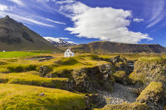 Free Secluded House In The Middle Of Stunning Icelandic Landscape Stock Photo - 34931530