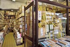 Secondhand bookseller in japan。. Jinbōchō 神保町 `Godly Protected Town`, sometimes spelled Jimbocho is a district of Chiyoda, Tokyo stock photo
