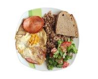Secondo corso dall'uovo in polvere e dalla salsiccia bolliti del grano saraceno Immagine Stock Libera da Diritti
