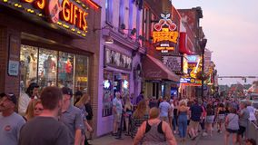 Secondo Fiddle Honky Tonk Bar a Nashville Broadway - Nashville, Stati Uniti - 16 giugno 2019 archivi video