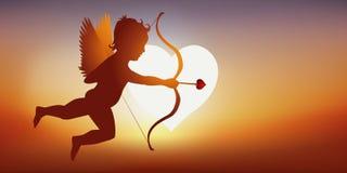 Secondo la leggenda, il cupido, sotto forma di cherubino, soffia una freccia su una coppia in modo che si innamorino royalty illustrazione gratis