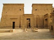 Secondo pilone del tempiale di ISIS in Philae Immagine Stock