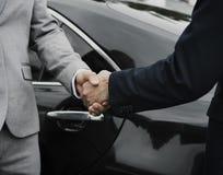 Secousse de mains d'affaire d'accord d'hommes d'affaires Photo libre de droits
