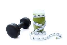Dumbell et smoothie vert Image stock
