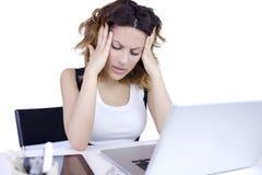Secretária com dor de cabeça forte Imagens de Stock