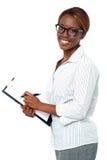 Secretária da senhora pronta para tomar para baixo notas importantes Foto de Stock Royalty Free