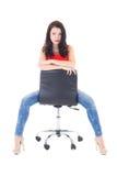 Secretário bonito novo que senta-se na cadeira do escritório isolada no wh Fotos de Stock