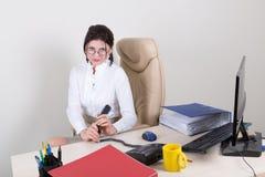 Secretário calmo no escritório Imagens de Stock Royalty Free