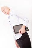 Secretário louro que guarda um PC da tabuleta Imagem de Stock