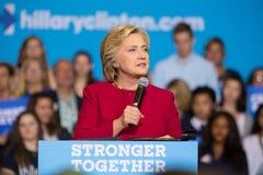 Secretaresse Clinton Speaks bij Politieke de Campagneverzameling van 2016 Royalty-vrije Stock Foto's