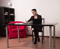 Secretaresse in een bureau Royalty-vrije Stock Foto