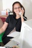 Secretaresse op kantoor Stock Fotografie