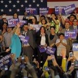 Secretaria anterior Hillary Clinton Campaigns para el presidente en la universidad del este Cinco de Mayo, 2016 de Los Ángeles imagen de archivo