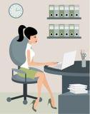 Secretaria en la oficina Fotografía de archivo libre de regalías