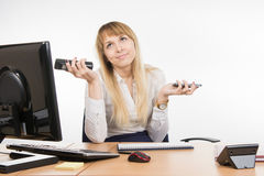 The secretary does not know how to answer a phone call - on your desktop or mobile Royalty Free Stock Photos