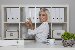 Secretary at her desk in office Royalty Free Stock Photos