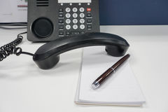 Secretary write a phone message for boss Royalty Free Stock Photos