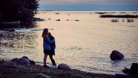 Secrets d'été de filles photographie stock libre de droits