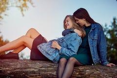 Secrets d'été de filles photo libre de droits