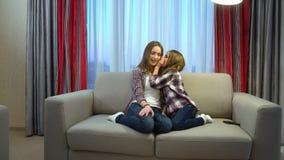 Secrets en esclavage de communication de moments heureux de famille Image libre de droits