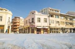 secteur couvert de neige près de la fontaine dans Pomorie, Bulgarie, hiver Photo stock