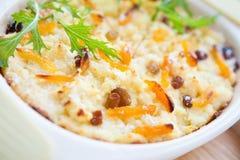 Secteur de baies de fromage blanc avec les abricots secs Image libre de droits