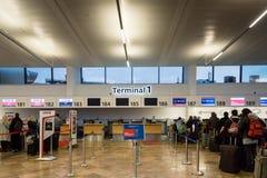 Secteur de comptoir d'enregistrement du terminal 1 de Vienne Schwechat Airtport Photos libres de droits