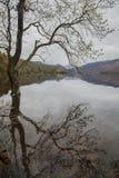 Secteur de lac, Cumbria, Angleterre - jour sombre par le lac photographie stock libre de droits