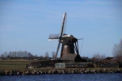 secteur de lac d'Oude Ade dans le secteur la Hollande-Septentrionale avec le moulin à vent photographie stock libre de droits