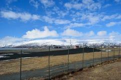 Secteur de langnes d'aéroport de Tromsoe avec la piste Photographie stock