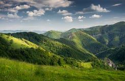 Secteur de montagne rural en Roumanie Image stock